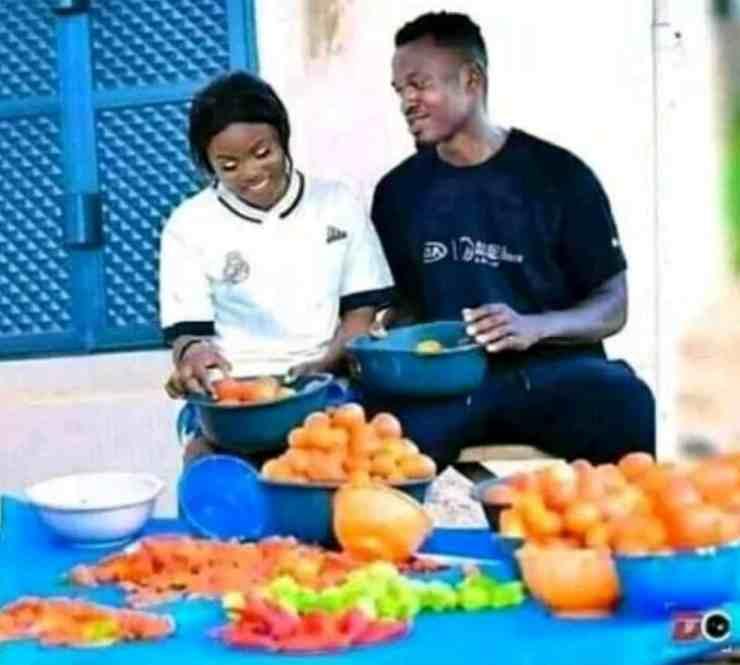 Bride hawks tomatoes, groom pushes wheelbarrow in pre-wedding photos 2