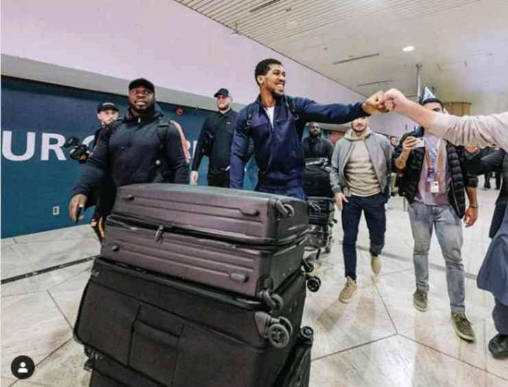 Anthony Joshua lands in Saudi Arabia ahead of his rematch with Andy Ruiz Jr. 2