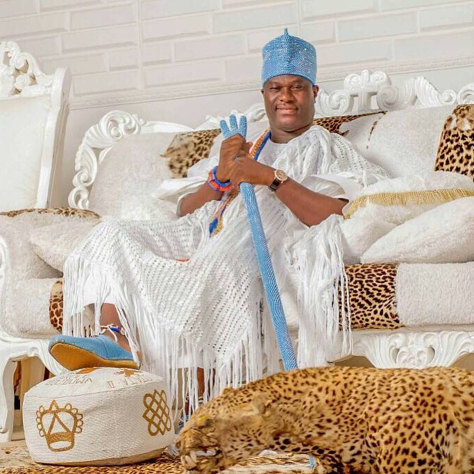 Panic as Ooni of Ife gets stuck inside the elevator for almost 30 minutes (video) 2
