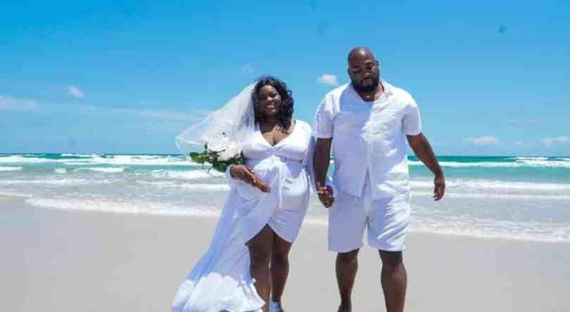 Couple Celebrates 15th Wedding Anniversary With Their 11 Children (Photos)