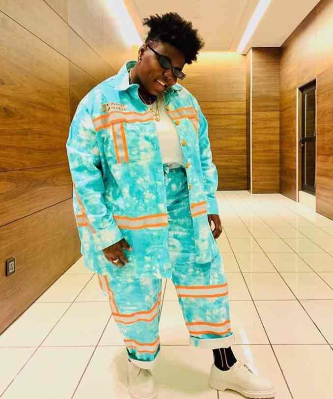 Teni gifts N100k to a fan's mother after she expressed love for her (Video)