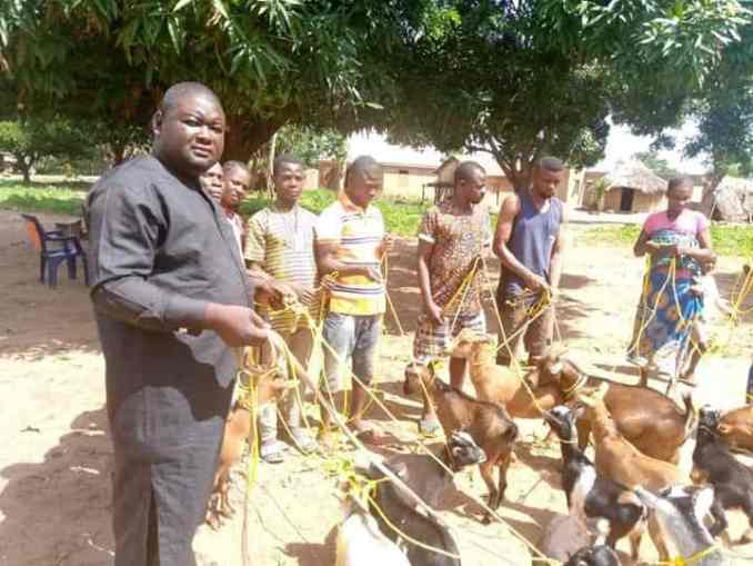 Politician donates ropes to his community