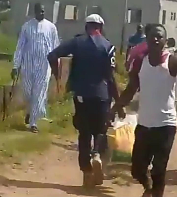 Civil Defence officer spotted joining residents to cart Covid-19 palliatives in Abuja (Video)