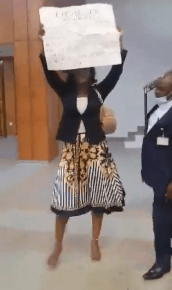 Bold Nigerian lady takes #EndSARS protest inside National Assembly Complex in Abuja (Video)