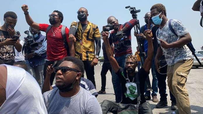 Protesters storm Lekki tollgate