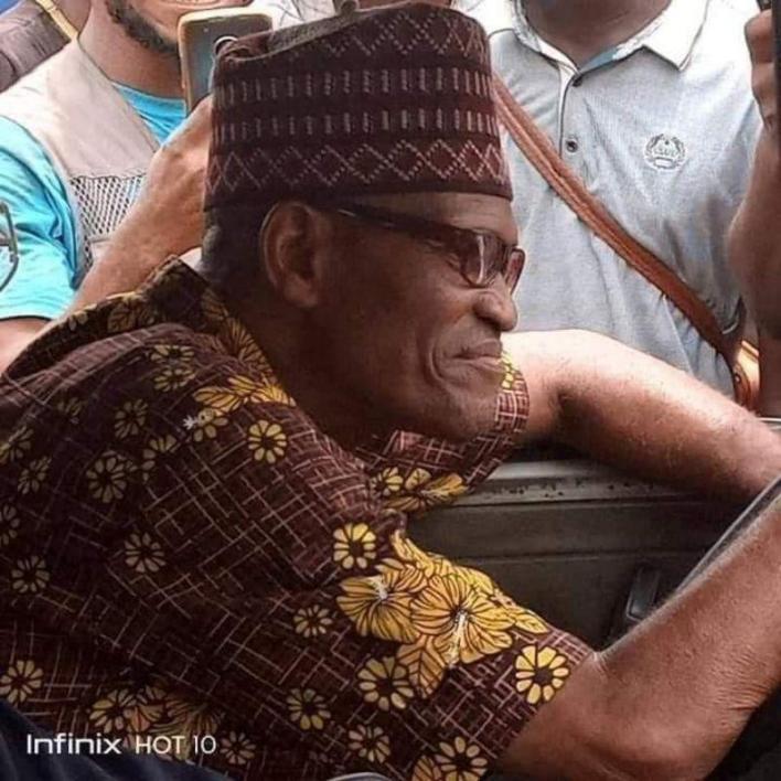 Nigerians react as Buhari lookalike spotted in Lagos (Photos)