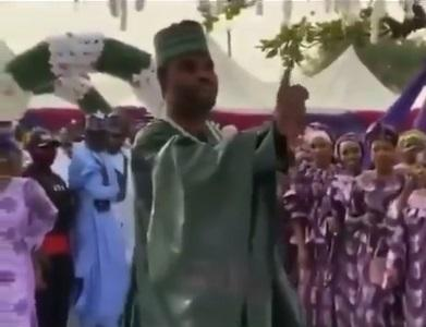 """""""I'm warning you MC"""" - Groom says as he refuses to dance on his wedding day (Video)"""