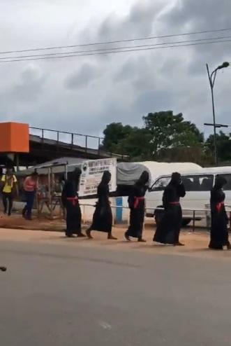 Suspected yahoo boys spotted in black robes marching in daytime (Video)