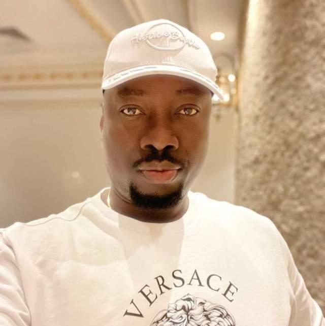 Moment Obi Cubana made 'sign of the cross' as Kanayo O. Kanayo spray him money (Video)