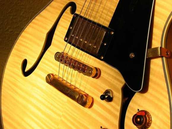 Semiakustikgitarre