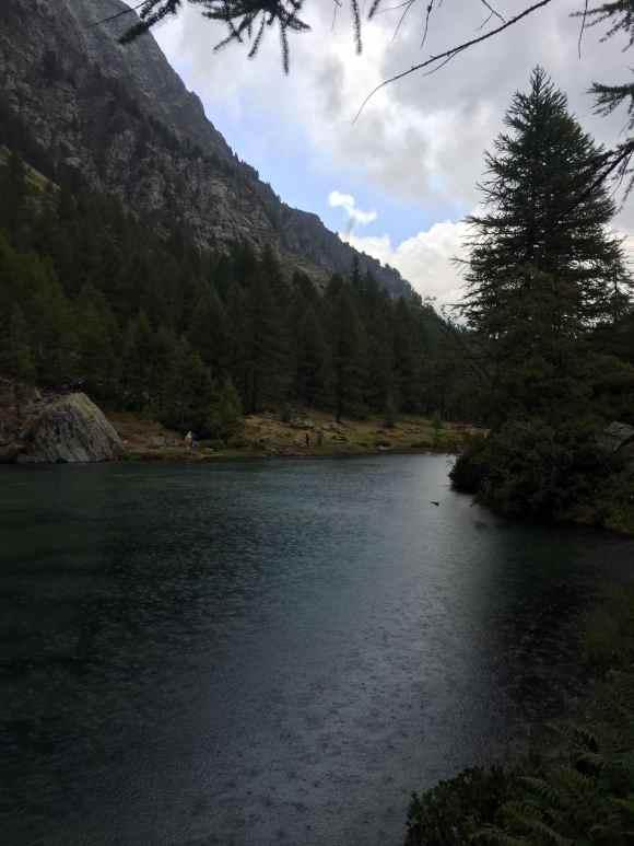bosco che circonda il lago delle streghe