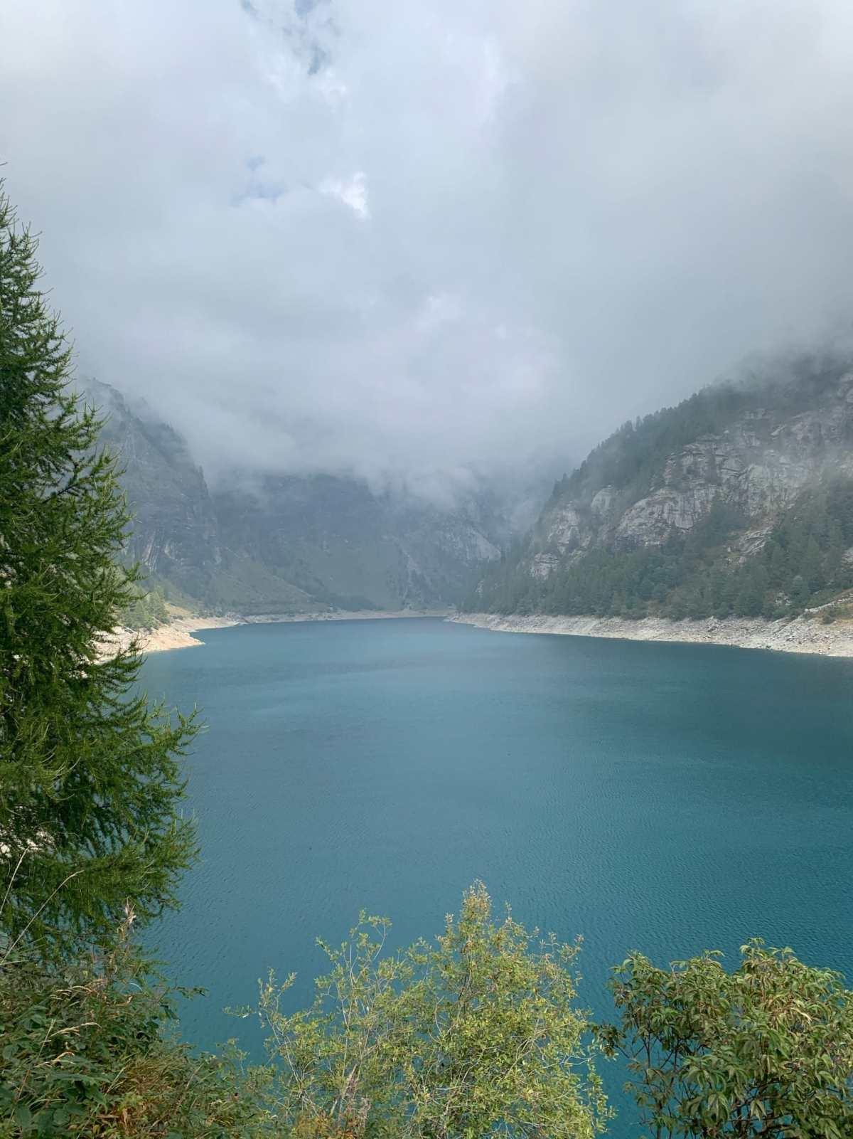 il lago e la diga di agaro