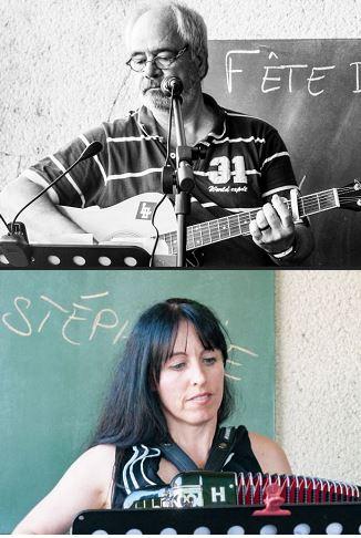 Pascal à la guitare et Stéphanie à l'accordéon
