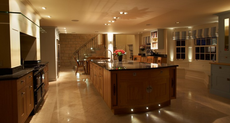 lifting the ceiling in a low space with directional light