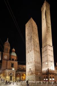 Bologna, les deux tours, nuit