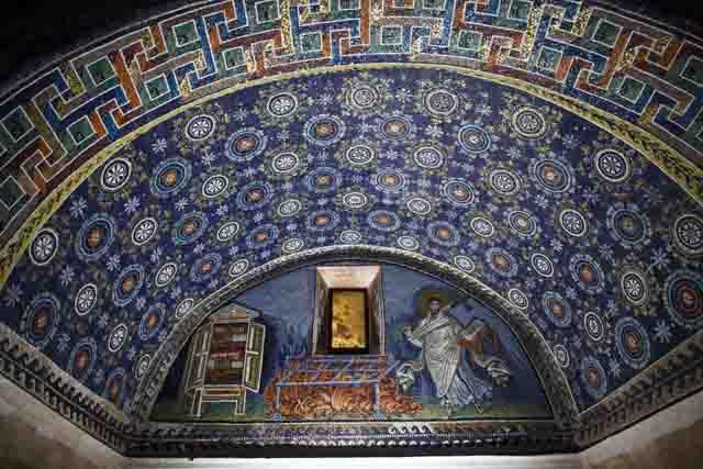 Ravenna, mosaici al chiar di luna