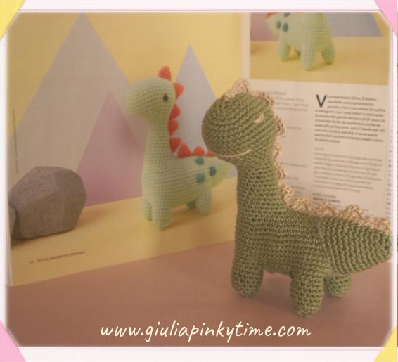 Dinosauro amigurumi di Yanina Schenkel e la mia versione