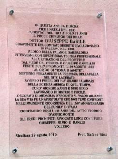 Targa commemorativa sulla casa natale di Giuseppe Basile a Siculiana