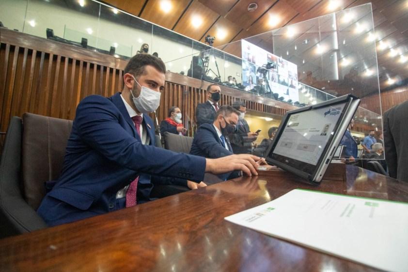 Deputado protocola pacote para eliminar mais de mil leis no RS