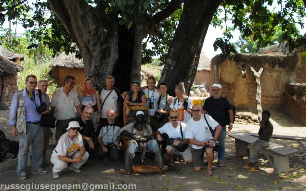 DSC_1245 BURKINA FASO gruppo RUSSO con il re GAN di OBIRE'