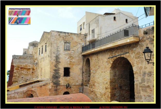 Archi e ponte lungo la Scalinata Rotary per la Pace