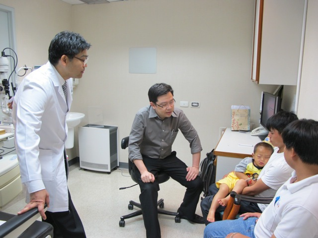 Dr. Nattawut and Dr. Somboon with Kayeng, his Dad and Thongchanh