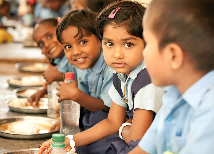 Mission-No-Child-Hungry-MidDay-Meal-GiveIndia