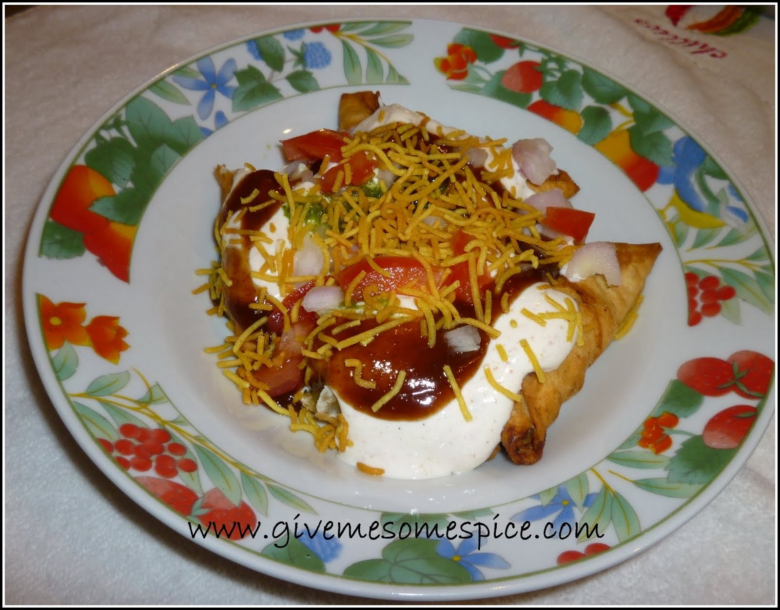 Somasa chaat with yogurt indian snack food authentic vegetarian ever since i saw somasa chaat with yogurt indian snack food and other street food recipe in srivallis blog i have been craving for it forumfinder Choice Image