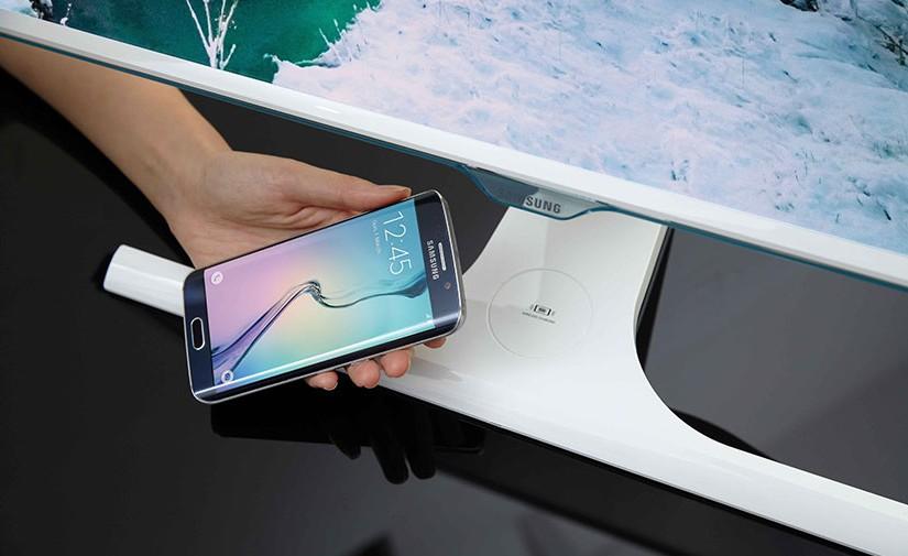 Samsung SE370, el monitor con cargador inalámbrico Qi