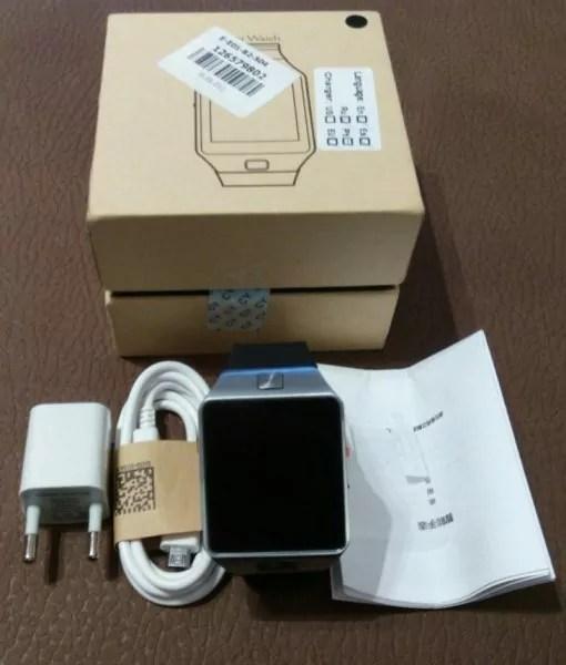 La smartwatch DZ09 dans son emballage