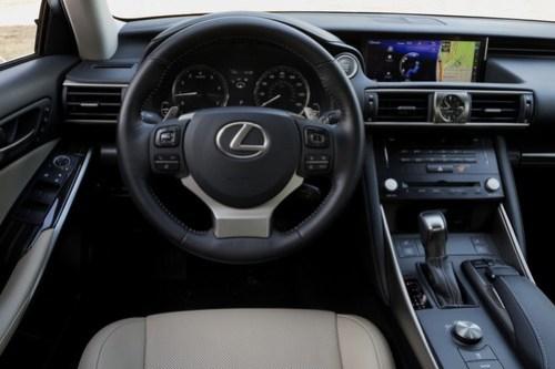 Nowy Lexus IS 2017