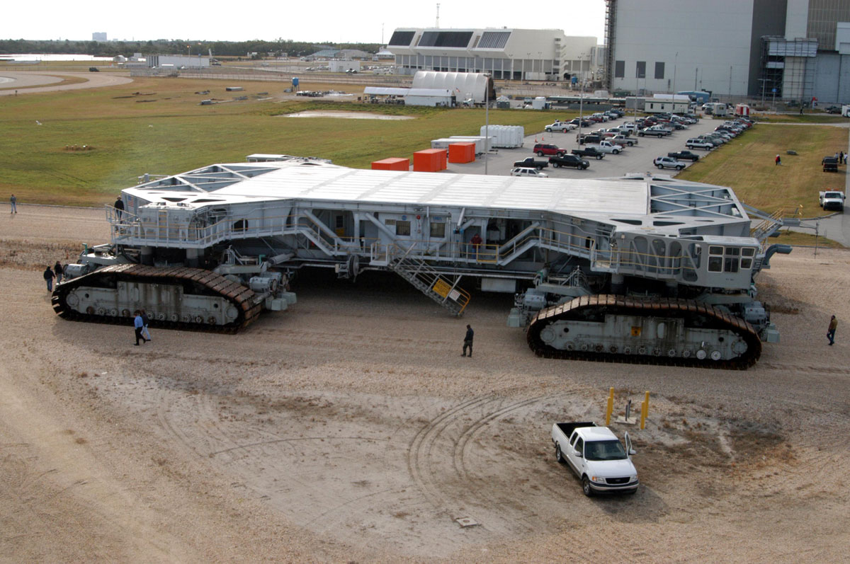 6 Of The World S Biggest Vehicles On Air Land Amp Water