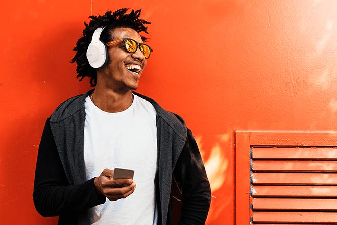 Los Headphones SPC Crow son perfectos para aislarte del ruido exterior, por su diseño de diadema.