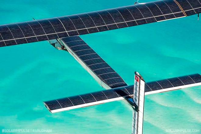 Solar-Impulse-2-avion-Abu-Dabi-links-fotos-imagenes-oficial-3