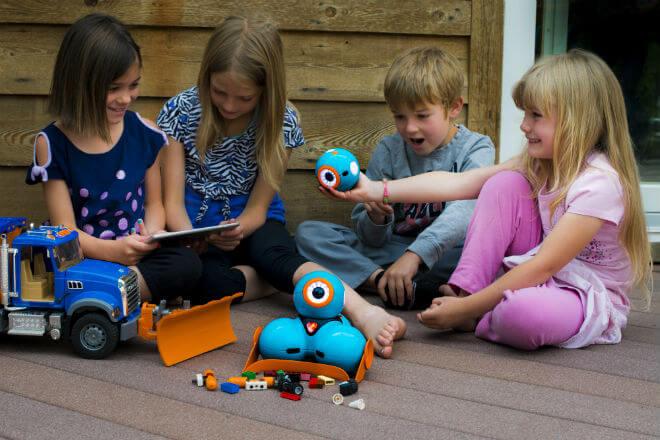 Kids controlling robot - Legos