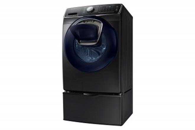 Lavadora de carga frontal de Samsung con AddWash Obtuvo el premio Editors' Choice de Reviewed.com.