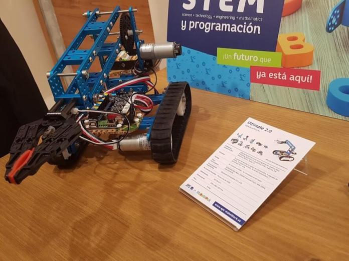 Robots educativos de SPC son para adultos y niños.