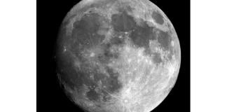 La Luna podría estar llena de agua
