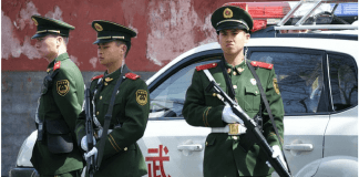 Gafas de reconocimiento facial el nuevo gadget de la policía en China