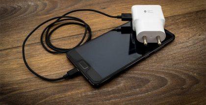 Foto en la que el móvil no carga y solución para ello