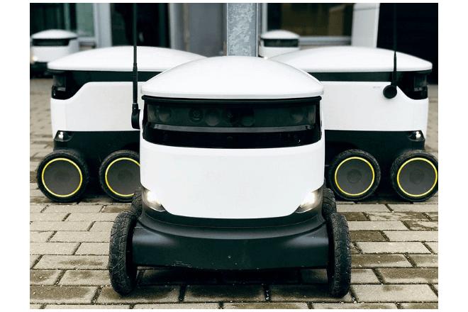 imagen de tres robots delivery