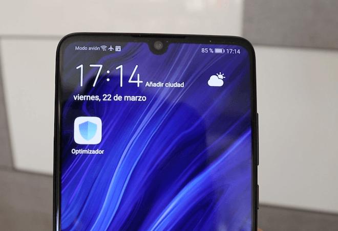 La pantalla del Huawei P30 es OLED de 6.1 pulgadas y con notch en forma de gota
