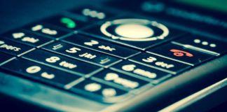 Primer plano del teclado de un teléfono móvil
