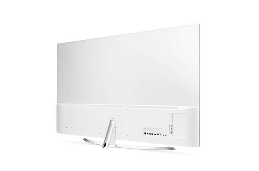 tanto trasera como peana no hacen más que potenciar el precioso diseño del televisor