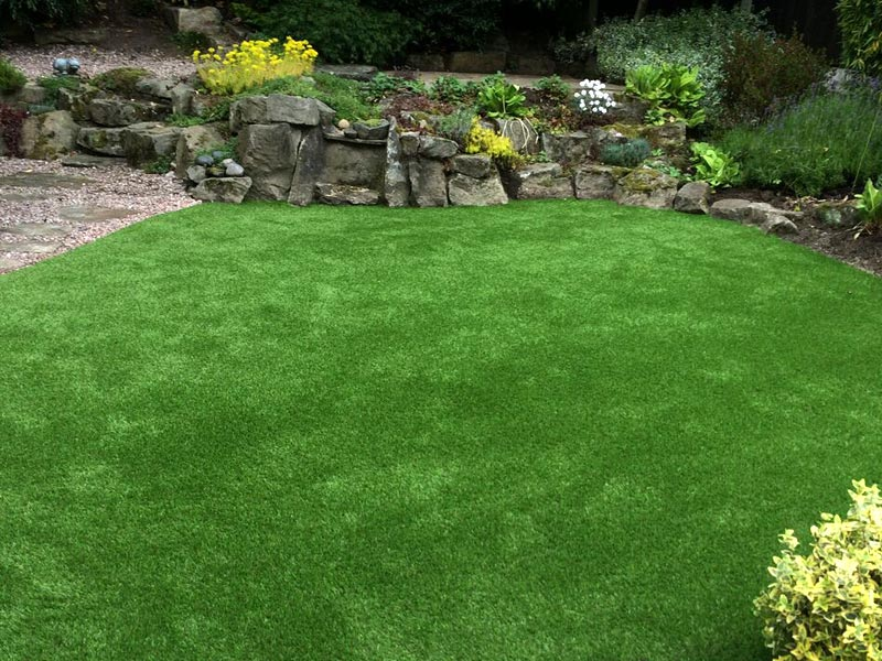 natural-looking-artificial-grass