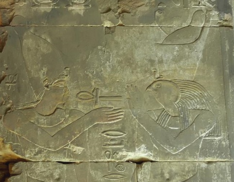Horus-offering-symbols-life-ankh