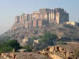 bharat ka sabse bada kila kahan hai भारत का सबसे बड़ा किला कहाँ है