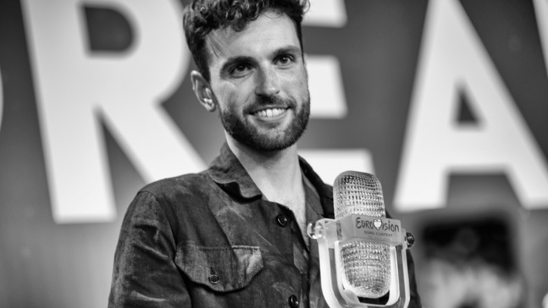 Duncan Laurence with the 2019 Eurovision Trophy