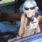Nonna al volante pericolo costante