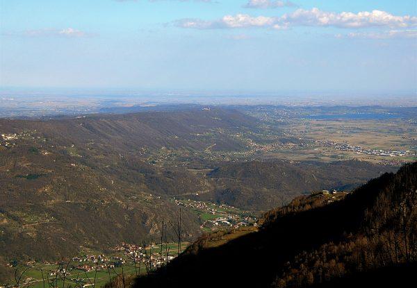 Le complexe morainique d'Ivrea vu depuis Andrate © D Bolognini